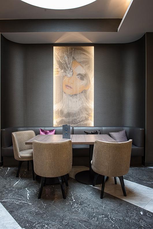 Cortinas decorativas de kriskadecor engalanan el exclusivo hotel marriott renaissance de viena - Cortinas metalicas decorativas ...