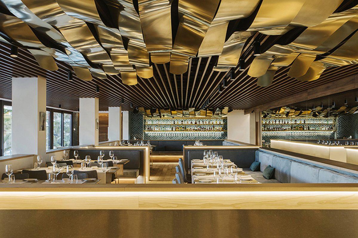 El arquitecto Vicenç Mulet diseña un nuevo restaurante en la costa de Mallorca que respira el glamour de los años 50