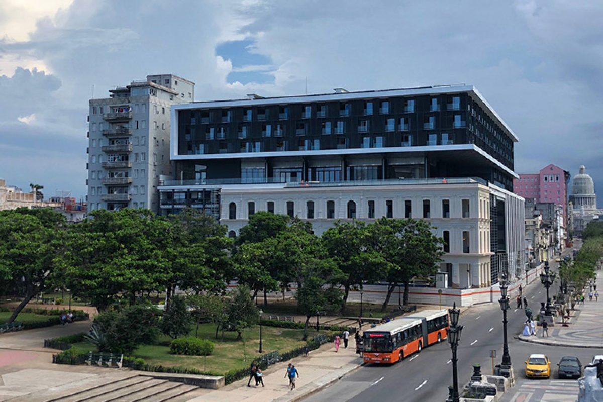 García Requejo ilumina el Grand Hotel Iberostar Packard de La Habana