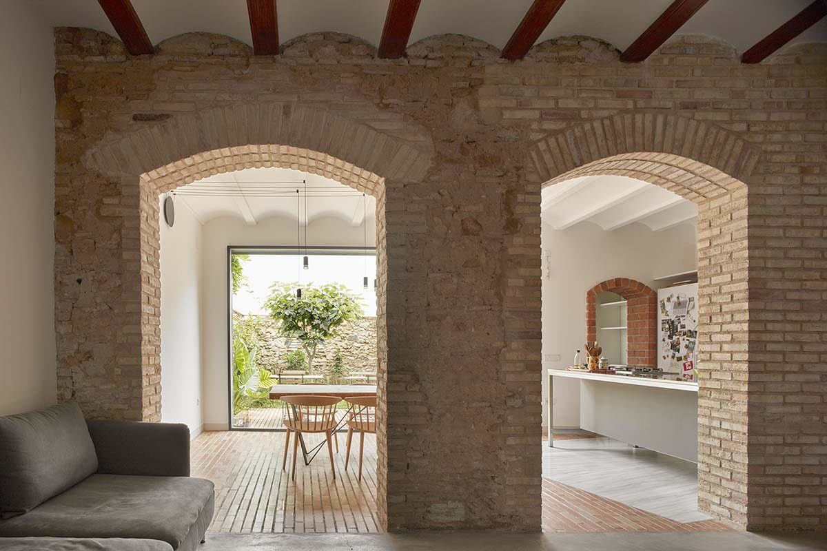 Casa Mira, rehabilitación de casa de pueblo en Benimaclet. Un proyecto de Arturo Sanz