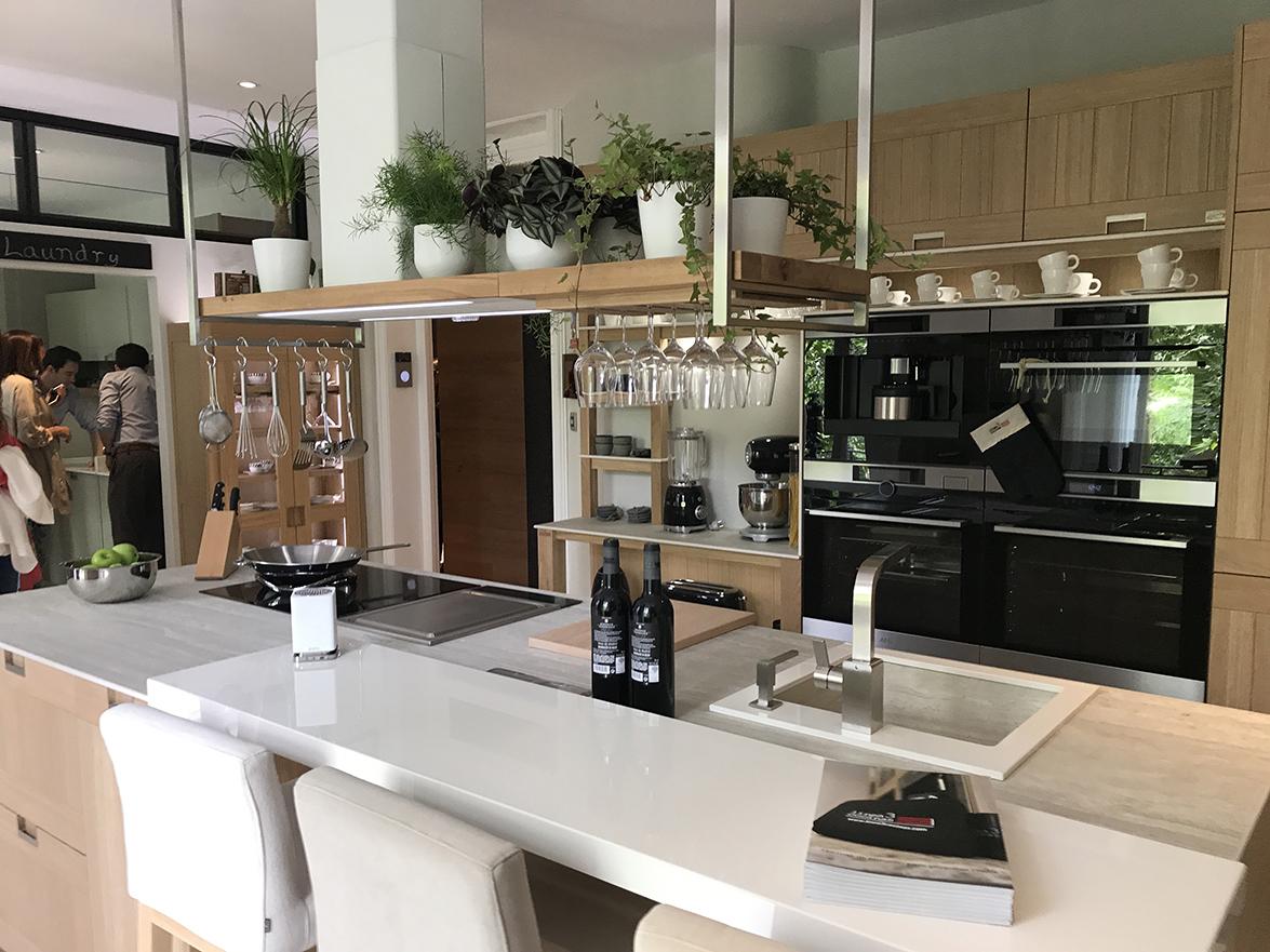 Lo ultimo en cocinas krion es el de la nueva exposicin de for Mostrar cocinas modernas