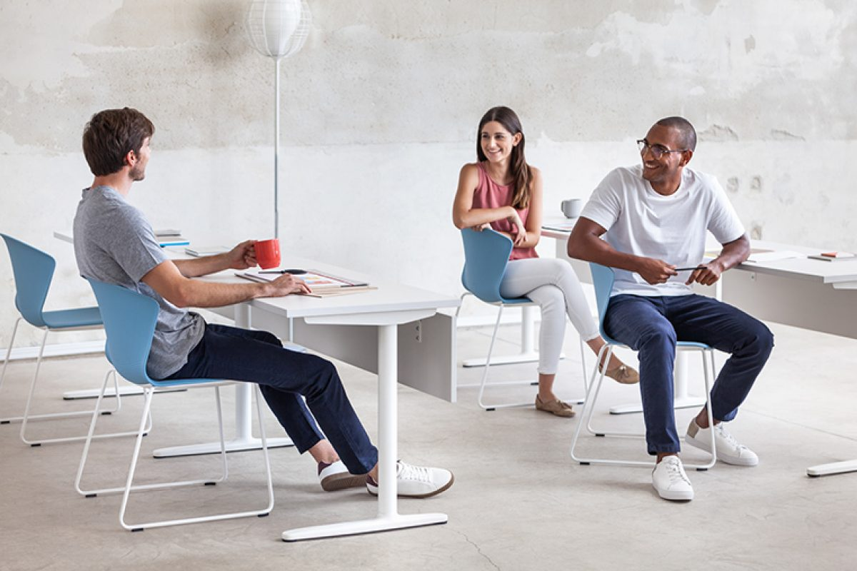 Whass, la silla superapilable de Actiu para espacios multiusos diseñada por ITEMdesignworks