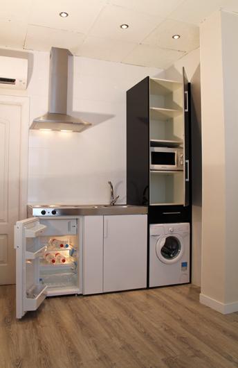Una minicocina en un miniapartamento aprovechar al m ximo for Cocinas en espacios reducidos fotos