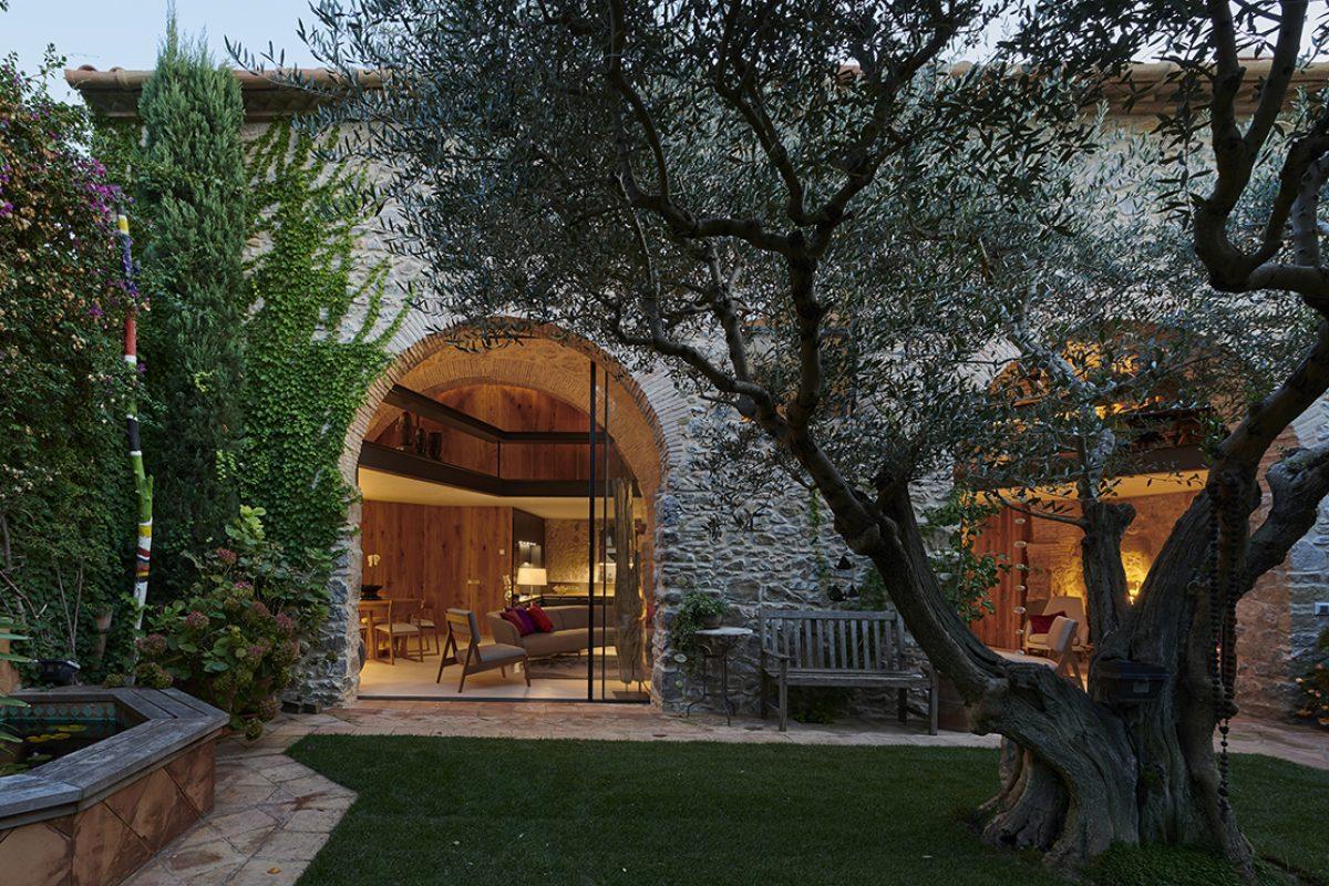 Velux baña de luz natural un antiguo pajar, obra del arquitecto Patrick Genard