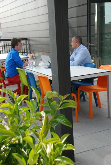 Silvia alfaras dise a la terraza lounge de las oficinas for Oficina king barcelona