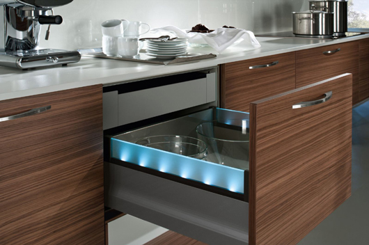 H cker kitchen focuses on the nova pro drawer system from grass news infurma online magazine - Railes para cajones ...