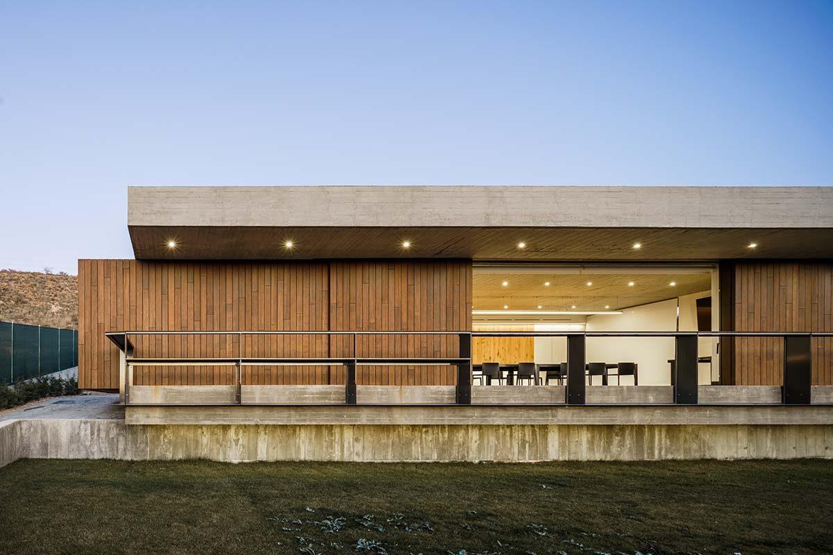 Leisure Space por A3GM Arquitectos con tarima y fachada ecológica de bambú MOSO®