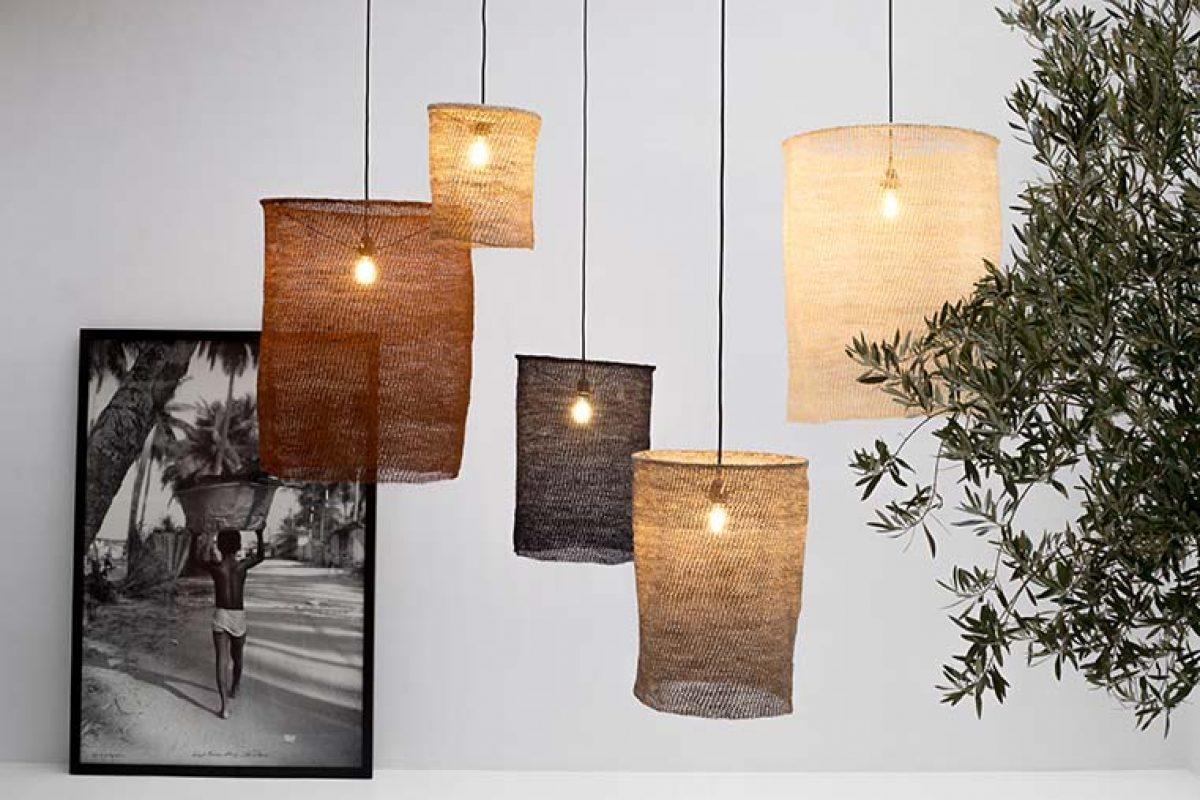 Let's Pause teje en ganchillo la fibra sisal para diseñar las lámparas Nus, que aúnan belleza y calidez