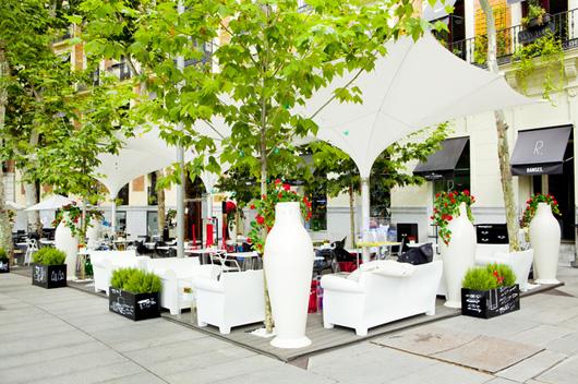 Una Terraza Kartell En El Hotel Ramses De Madrid Diseñado