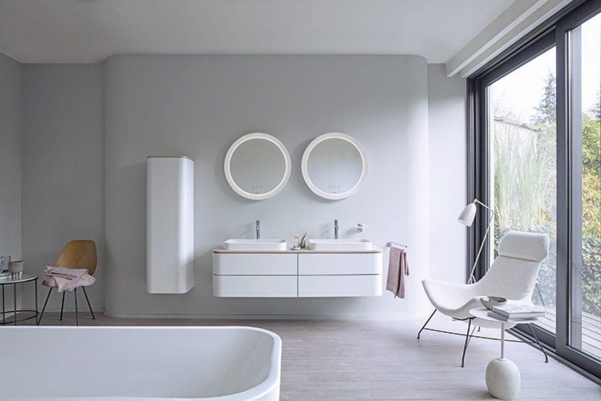 Happy D.2 Plus de Sieger Design para Duravit. Un interior de baño elegante y expresivo con un Plus en la forma y el color