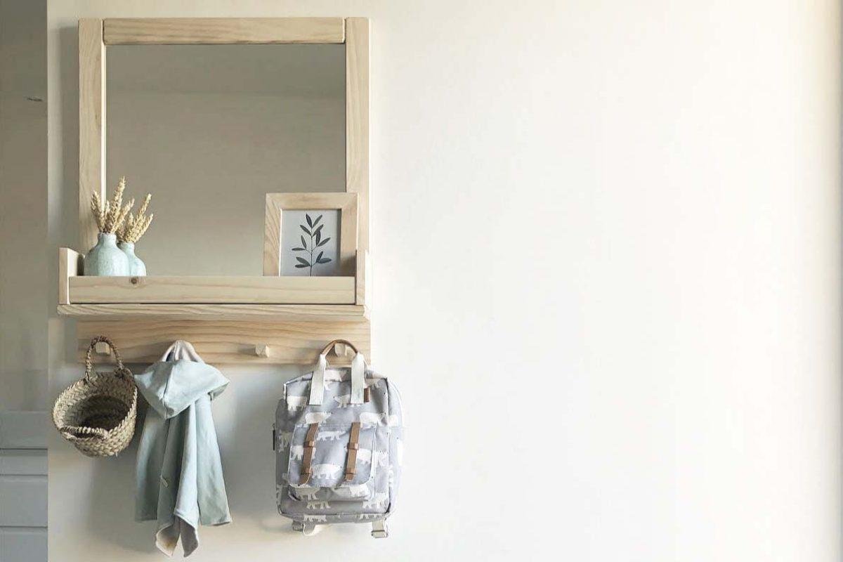 Irudi, el versátil espejo de pared diseñado por Silvia Ceñal para Lufe