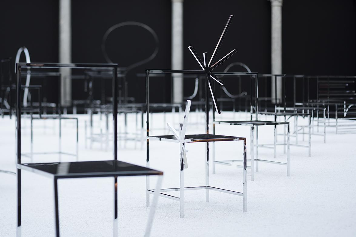 50_manga_chairs_in_Milan_09_takumi_ota