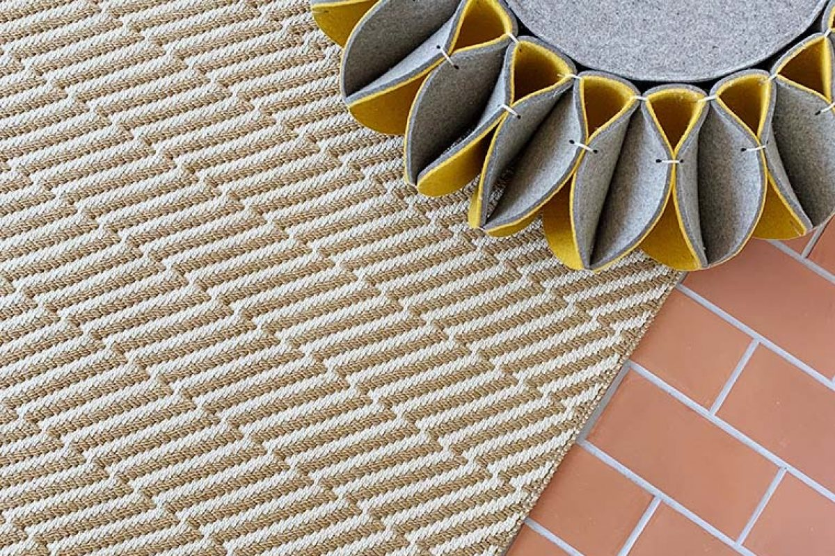Alfombra de exterior e interior PL-01, diseñada por Romero & Vallejo para Now Carpets
