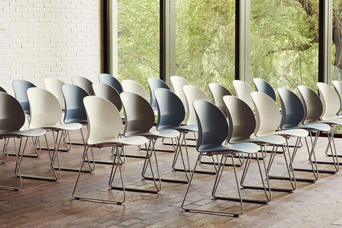 Fritz Hansen presenta la silla N02™ Recycle, diseñada por nendo y producida con Polipropileno 100% reciclado