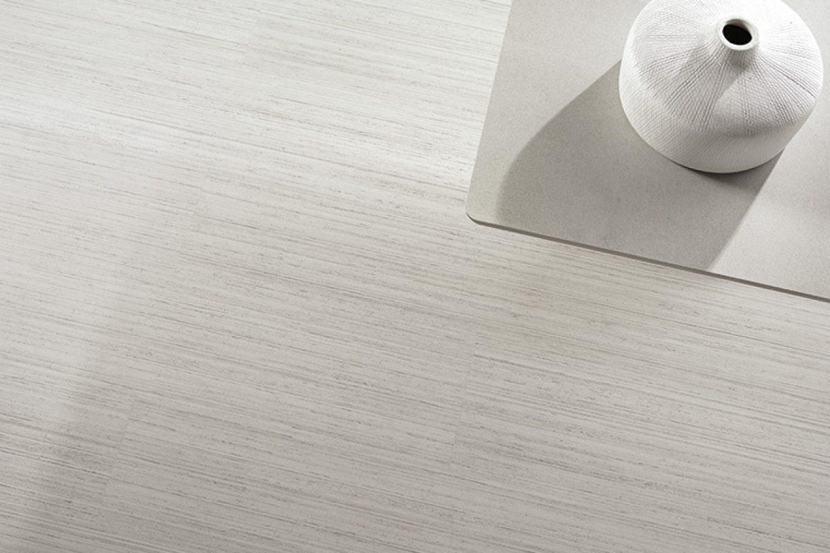 Essenza de Azuvi. La colección de porcelánicos que se inspira en la madera más elegante