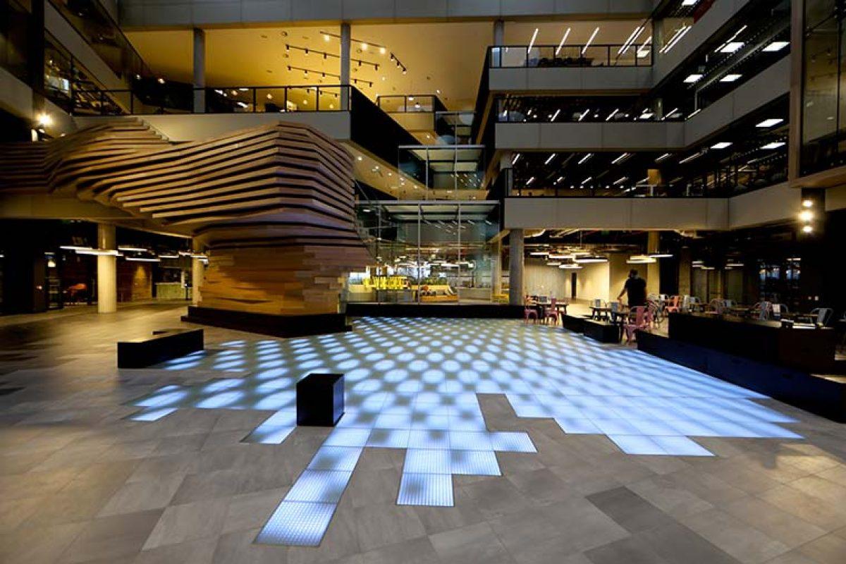 ASB GlassFloor transforma el hall de la sede central de Microsoft en Irlanda con una instalación artística única y tecnología innovadora