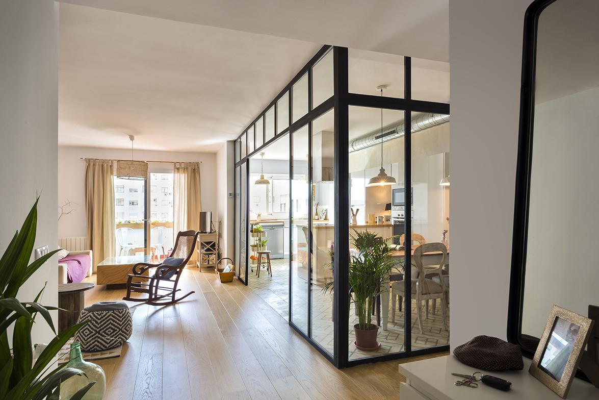 Reforma de vivienda por el estudio de arquitectura u g espacios abiertos con estilo mix match - Estudios de arquitectura sevilla ...