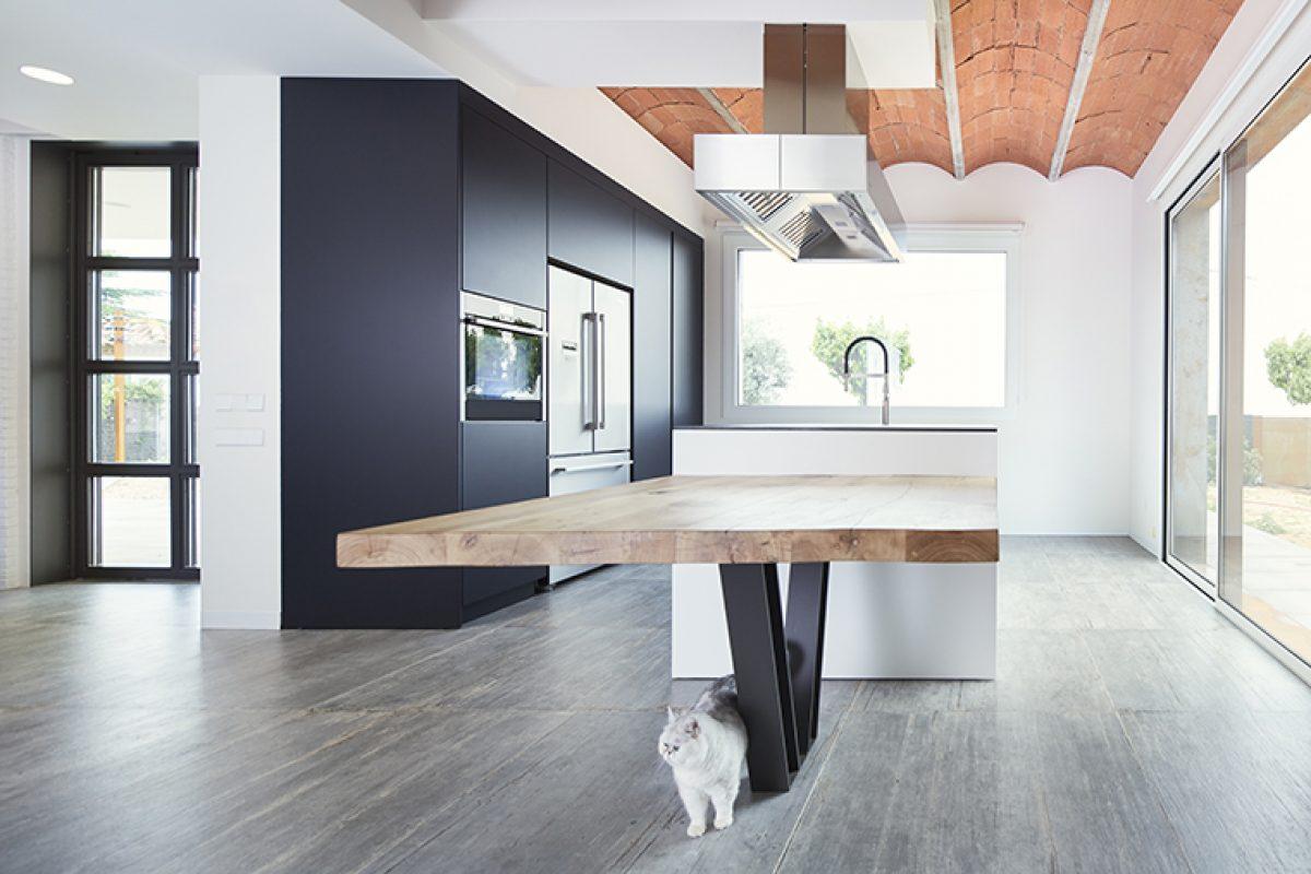 Jiga Arquitectura diseña una casa sólo para dos. Un concepto experiencial que gira en torno a la continuidad visual de los espacios