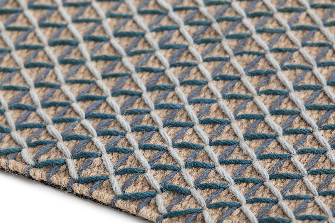 raw rug blue detail