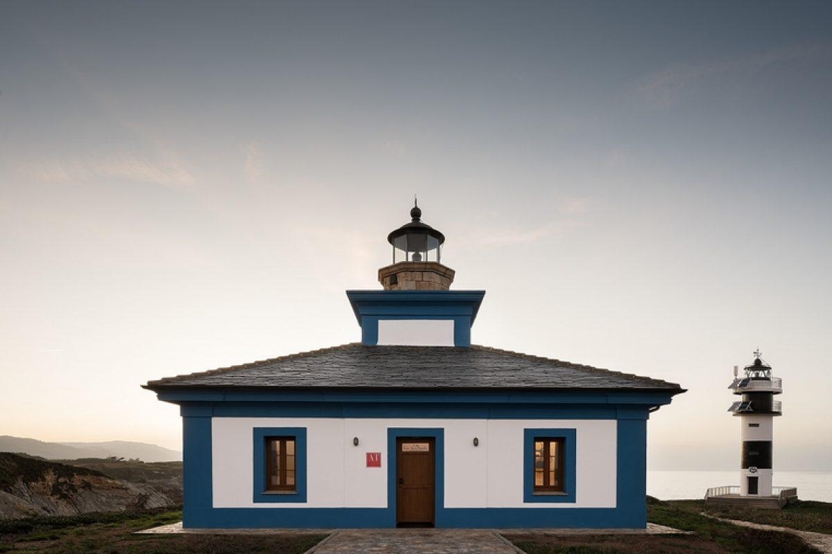 Orac Decor® participa en el proyecto del estudio PF1 Interiorismo y decora el Faro de Isla Pancha. Un espacio relajante dentro de un edificio histórico