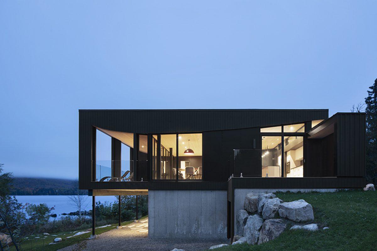 Residencia «La Barque», un refugio a orillas de un lago diseñado por ACDF Architecture