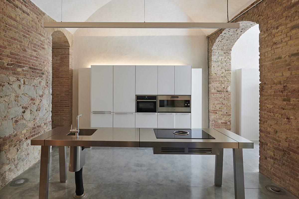 La elegancia y sofisticación de la cocina BORA en la rehabilitación de Casa Burés en Barcelona
