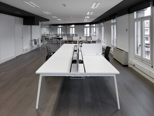 Ofita equipamiento para oficinas inaugura showroom en for Oficinas caixa burgos