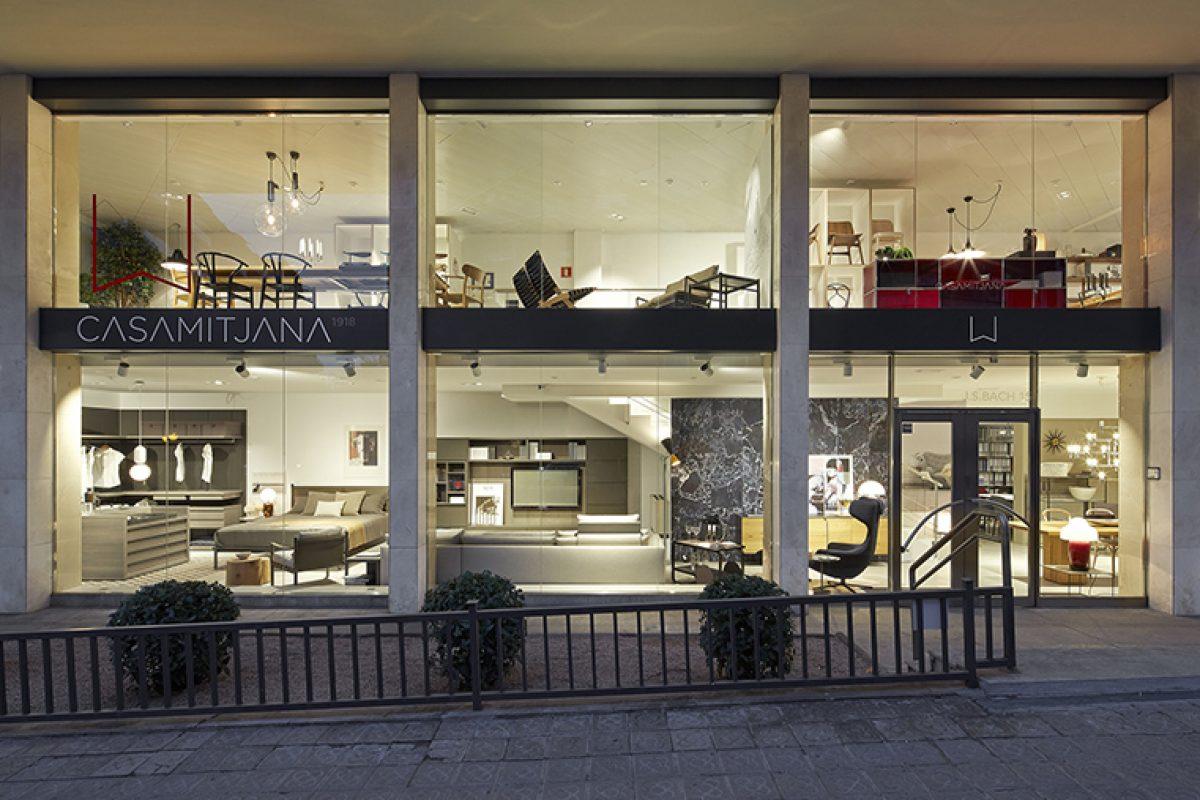 Casamitjana celebra su 100º aniversario de apuesta por el diseño europeo, con una colección privada de mobiliario histórico