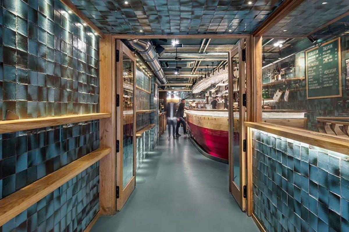 El puerto de Donostia entra en el Restaurante Txalupa Gastroleku, diseñado por El Equipo Creativo