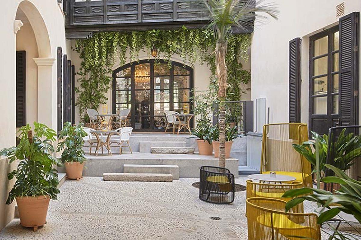Un pequeño oasis en el corazón de Palma de Mallorca inspirado en los principios del Kintsugi. Can Bordoy – Grand House & Garden por Ohlab