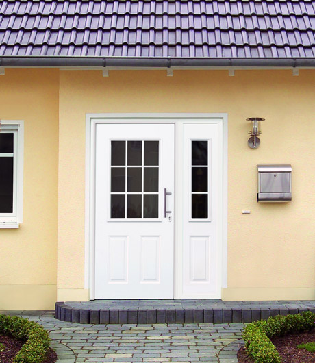 H rmann presenta thermopro una puerta de entrada de acero for Tiradores para puertas de entrada