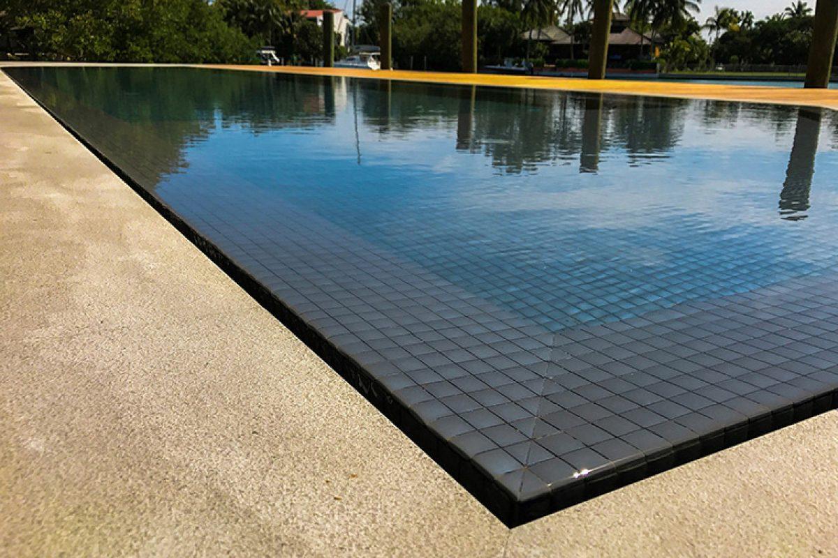 Piscinas llenas de color. La decoración en las piscinas se integra en el interiorismo de los espacios outdoor