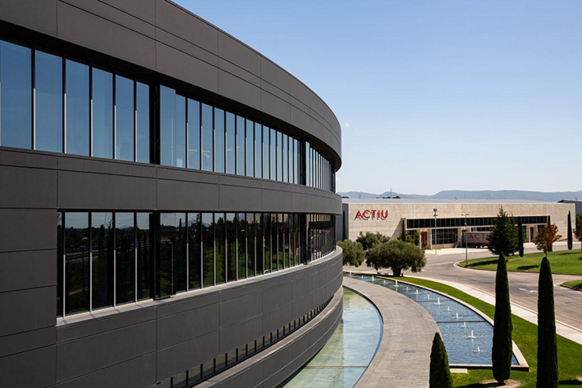 Actiu, primera empresa industrial del mundo en conseguir la certificación Well v.2 y Leed en categoría Platino