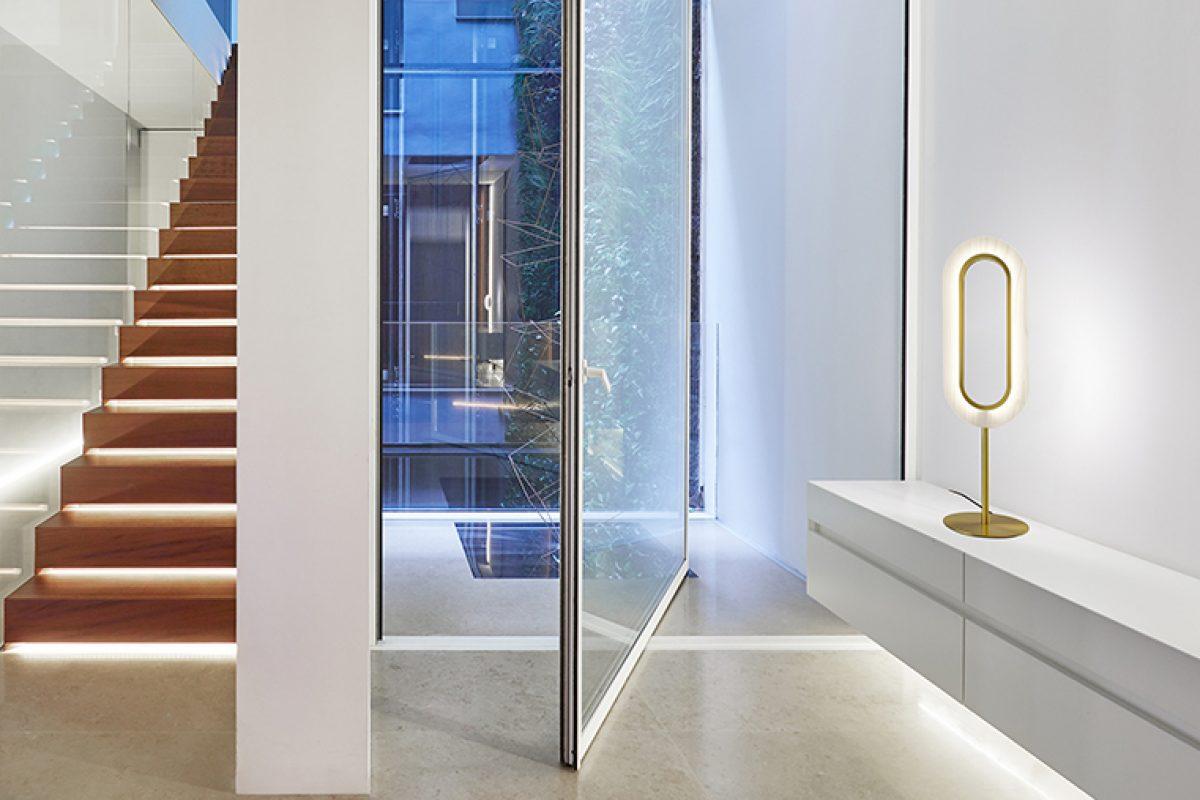 La suave luz de LENS, una propuesta simétrica y elegante de Mut Design para LZF que llama a la calma