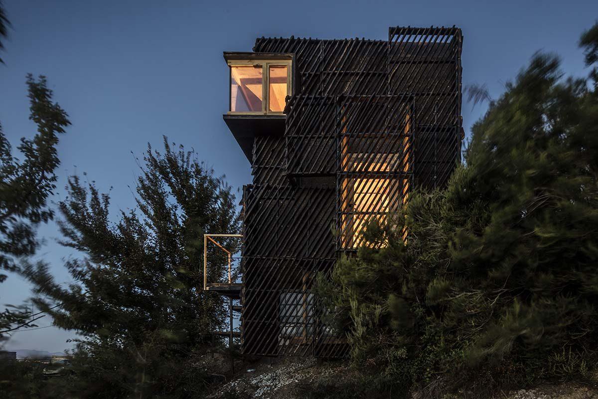 El IAAC construye un prototipo de una «Quarantine» cabin utilizando madera estructural de Km.0