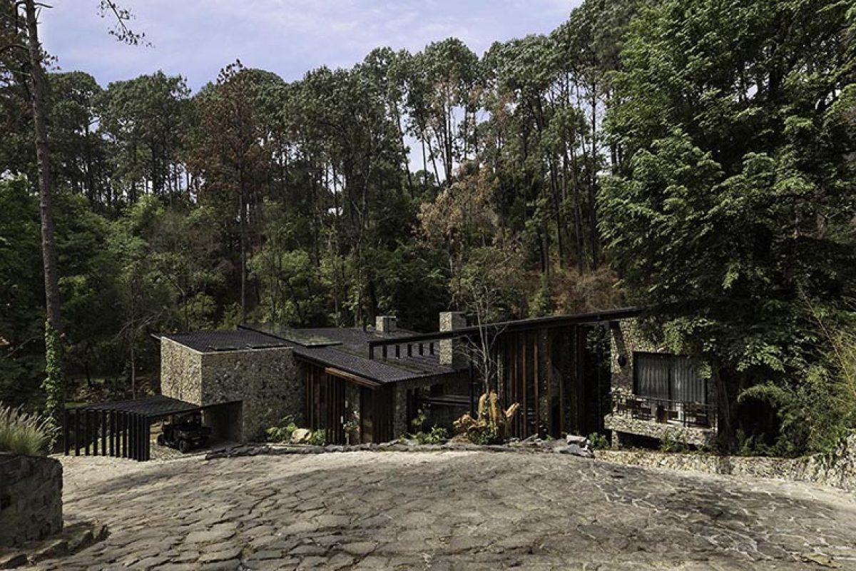Luciano Gerbilsky Arquitectos diseña River House en Valle de Bravo, México