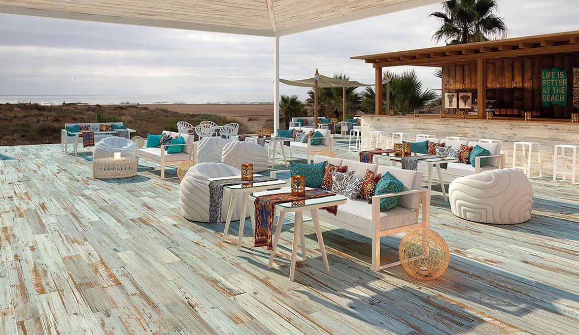 propuestas y tendencias de verano para revestir los suelos exteriores de patios porches terrazas y jardines