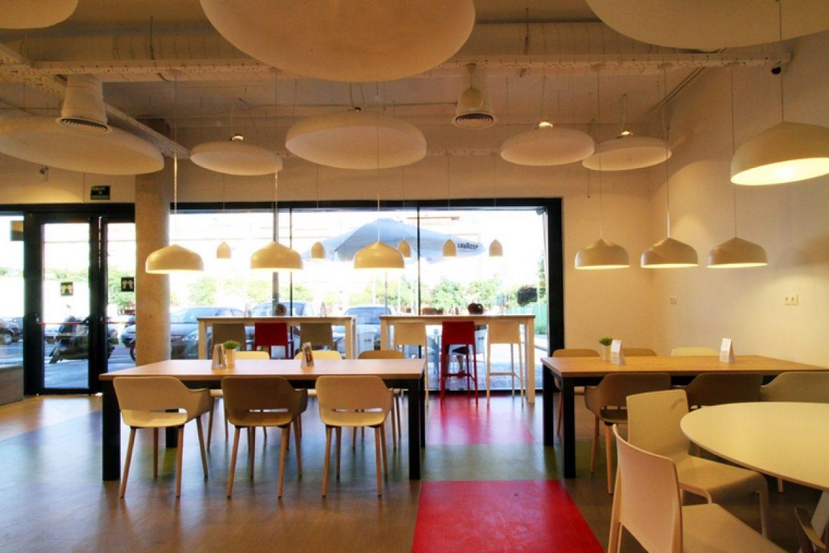 El estudio creativo ouieah! se encarga del proyecto del restaurante Como Vivo: un espacio transparente en línea con los valores de la marca GoFit
