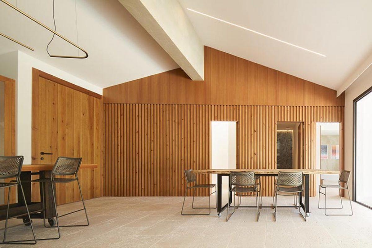 Piedra, madera y cemento, los tres elementos básicos en este proyecto de Minimal Studio