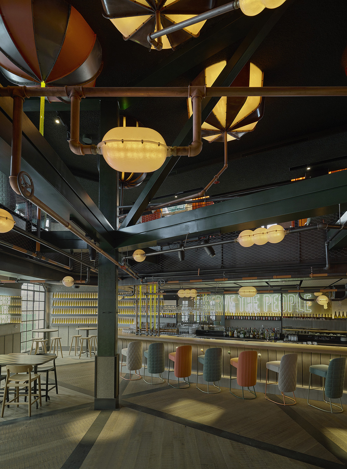 Lagranja design recrea una escult rica f brica de cerveza for Fabrica de sillones zona sur