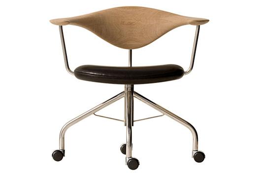 Silla Swivel diseñada por Hans Wegner para la firma danesa PP Møbler ...