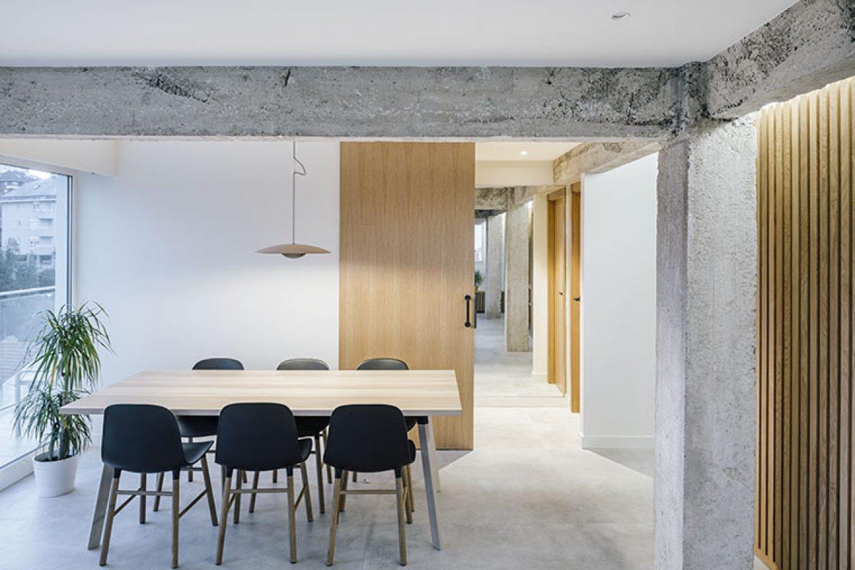 Zooco Estudio diseña un ático con carácter abierto y desahogado en Santander