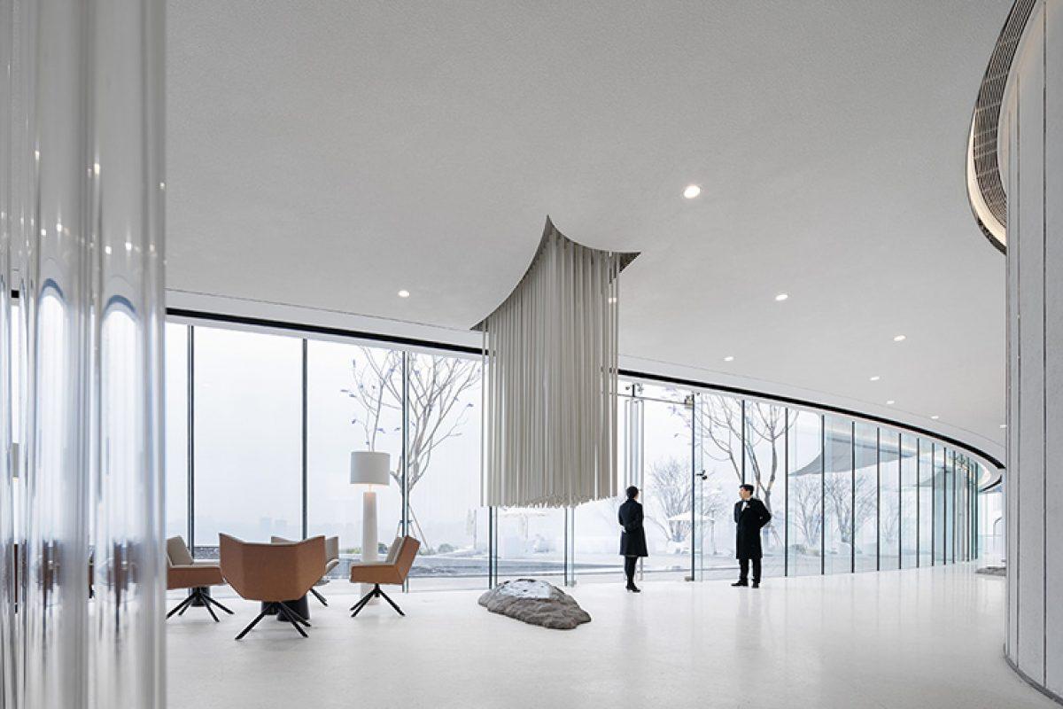 Ippolito Fleitz Group diseña el Centro de Ventas de CiFi en Chongqing. Un concepto vivo en armonía con la naturaleza y el estilo de vida sofisticado y artístico de los Millennials