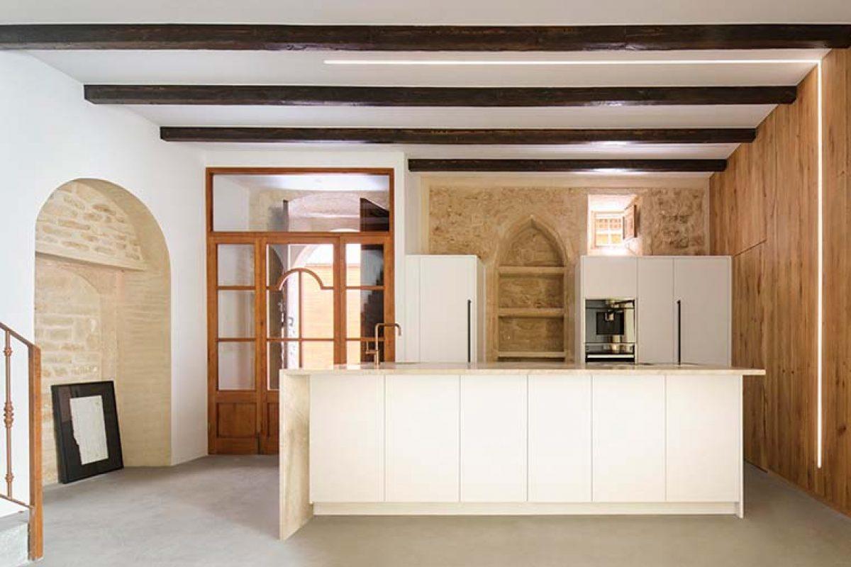 Lledoner XXXII, un proyecto de Minimal Studio que respeta el patrimonio arquitectónico de la vivienda