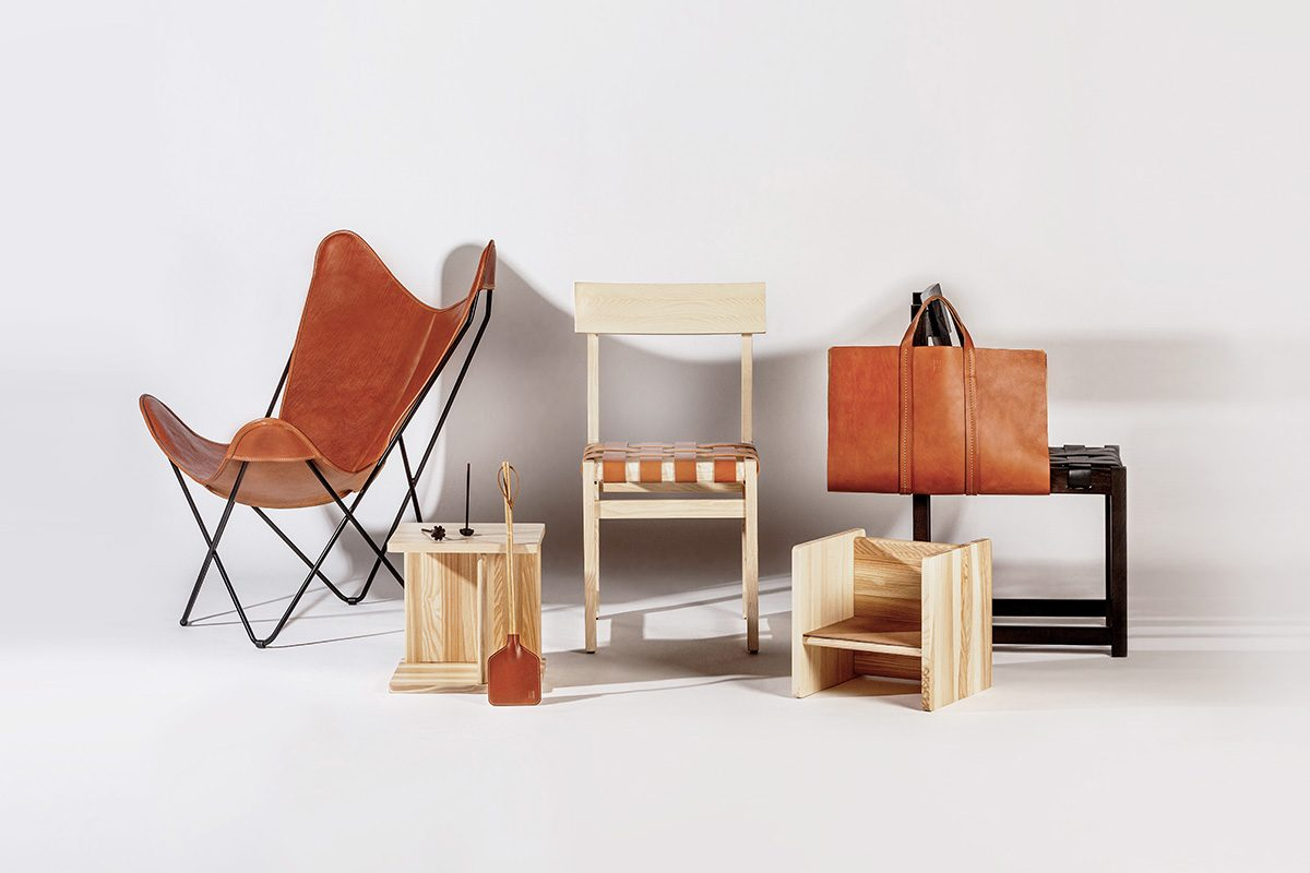 Isist Atelier y Andreu Carulla recuperan una colección de clásicos del diseño con el cuero como protagonista
