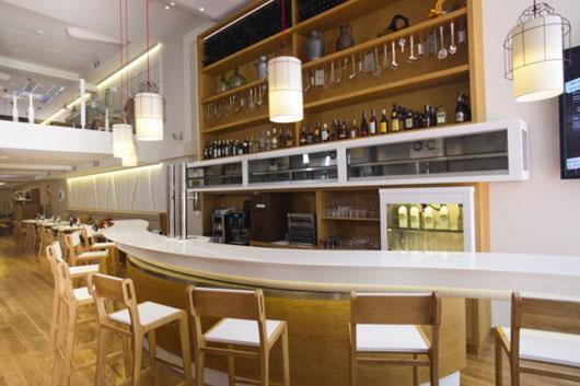 Poncelet cheese bar un gastro bar en madrid especializado for Diseno de barras de bar en madera