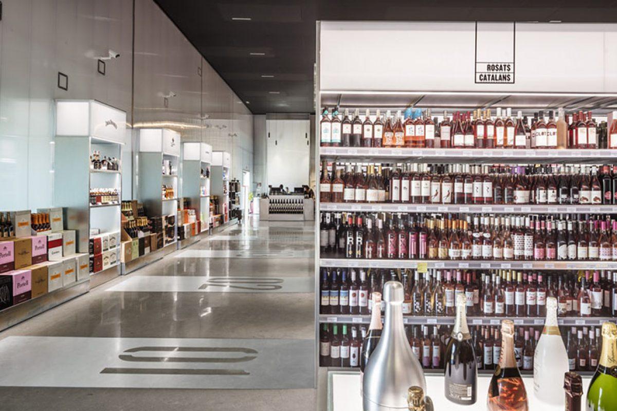 Jane Winestore, la licorería de referencia en Tarragona, da un giro con la nueva imagen desarrollada por External Reference y Chu Uroz