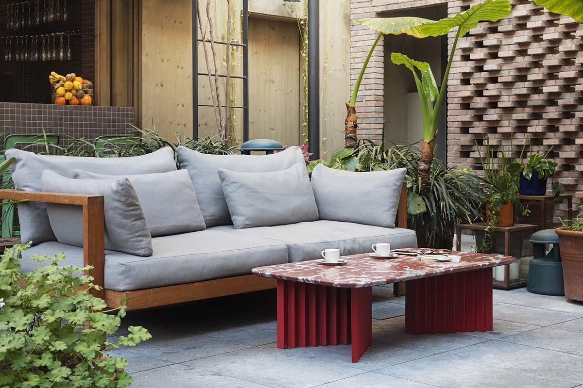 Las nuevas piezas de la colección de mesas Plec de RS Barcelona