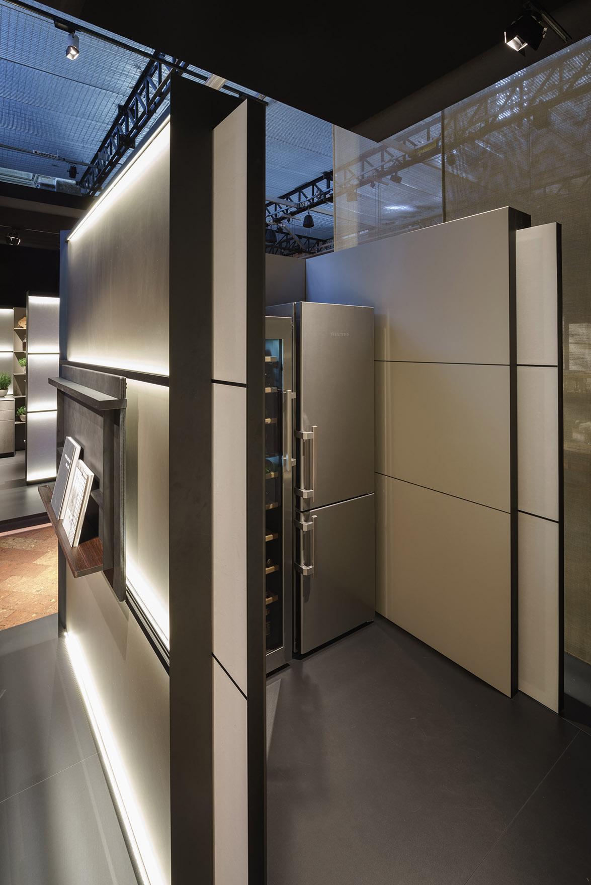b3_Milan_room-creating_walls_with_door