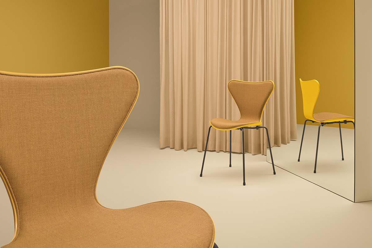 Nueva e impresionante combinación de colores y textiles  por Carla Sozzani para las emblemáticas sillas Series 7 de Fritz Hansen